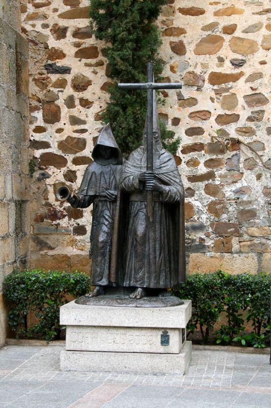 Cáceres religious statues