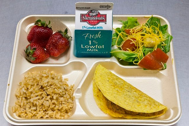 Disclaimer: this post has been updated with new images and ideas with special thanks to my sponsor, Frigidaire Gallery®. I love this post and continue to make ahead my kids cold lunches to save time and money! It's morning. You're tired, and moving slow. Your brain is trying its best to remember all the morning tasks and get the kids off to school on time.