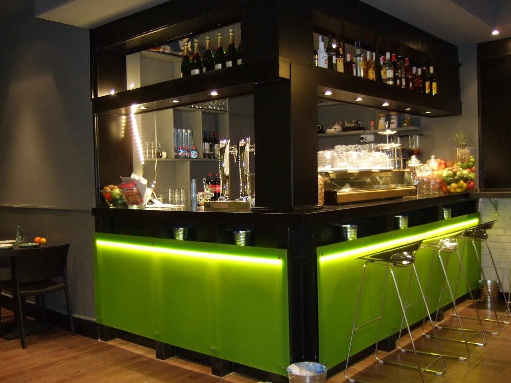 http://spanishsabores.com/wp-content/uploads/2012/07/Puis-bar.jpg