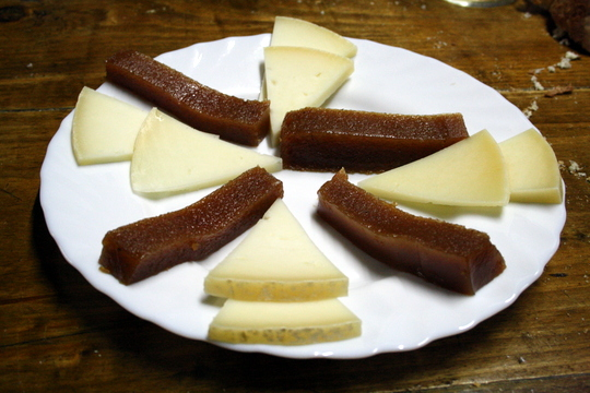 Membrillo y idiazabel, quince jelly and sheep's cheese