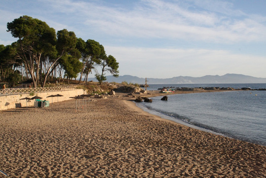 hostal empuries beach