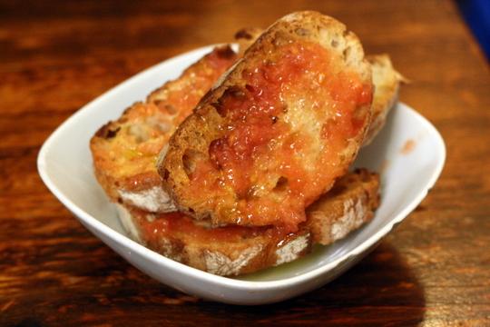 Pa amb tomàquet - traditional pan con tomate recipe