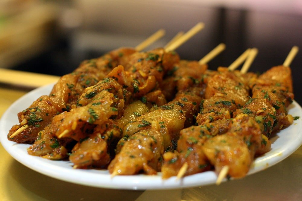 Pinchos morunos spanish pork skewers an insiders spain travel pinchos morunos recipe forumfinder Images