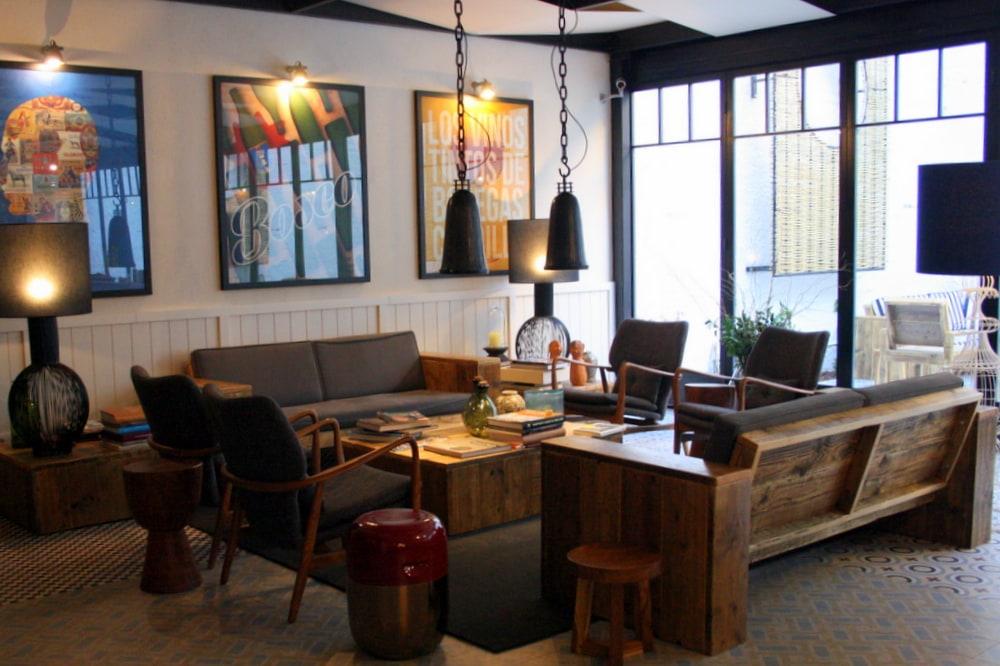 hotel praktik vinoteca welcomed with wine in barcelona. Black Bedroom Furniture Sets. Home Design Ideas