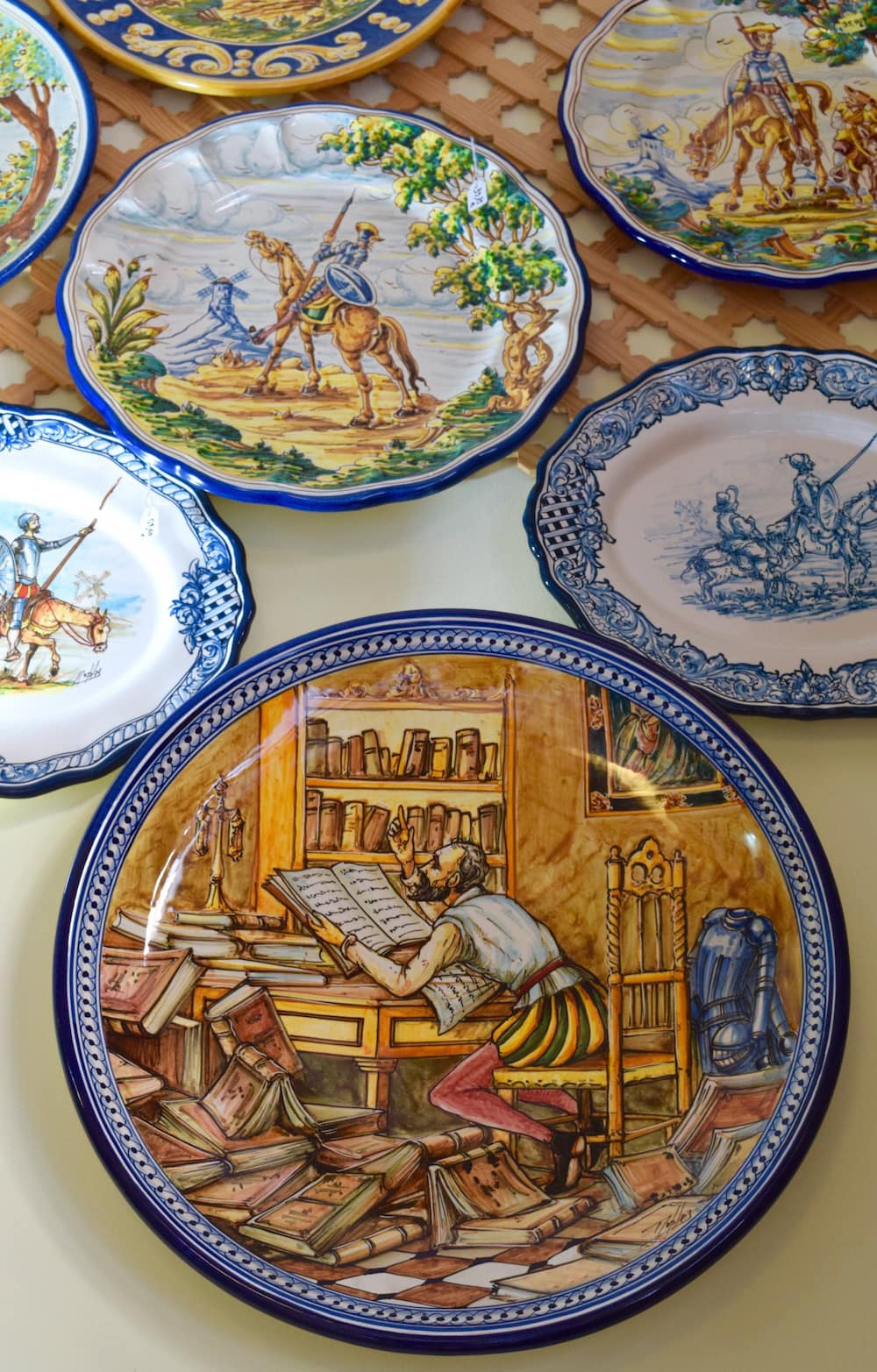 These beautiful ceramic plates are a Spanish form of art! Check out these Spanish ceramics that make eating even more fun.