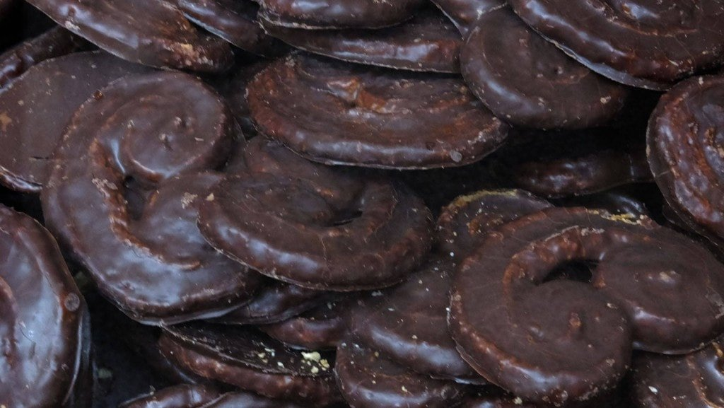 One of the tasties ways to eat chocolate in Spain: Palmeras de chocolate
