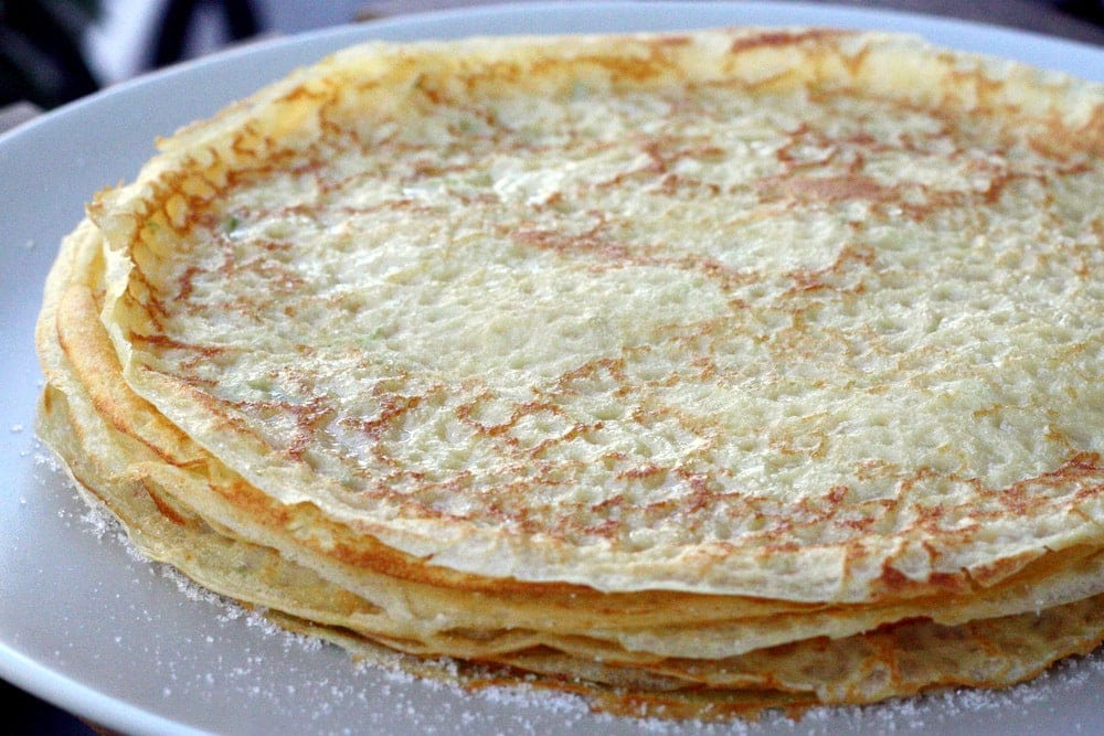 Try this Spanish crepes recipe for frisuelos. This simple frisuelos recipe make a deliicious breakfast, snack or dessert!