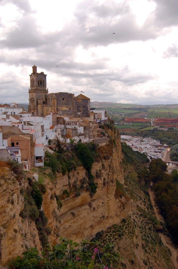 Arcos de la Frontera is the starting point for the Pueblos Blancos Route, one of the most magical mountain escapes in Spain!