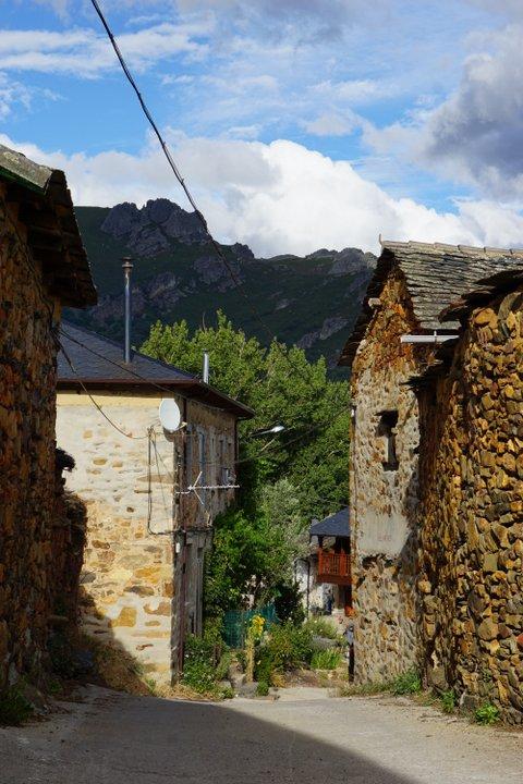 Pozos Leon stone houses