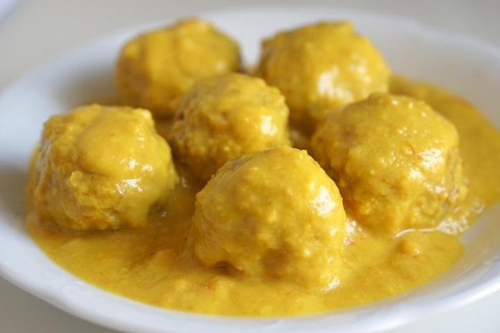 Meatballs in Almond Sauce Recipe - Spanish Albóndigas en Salsa de Almendras