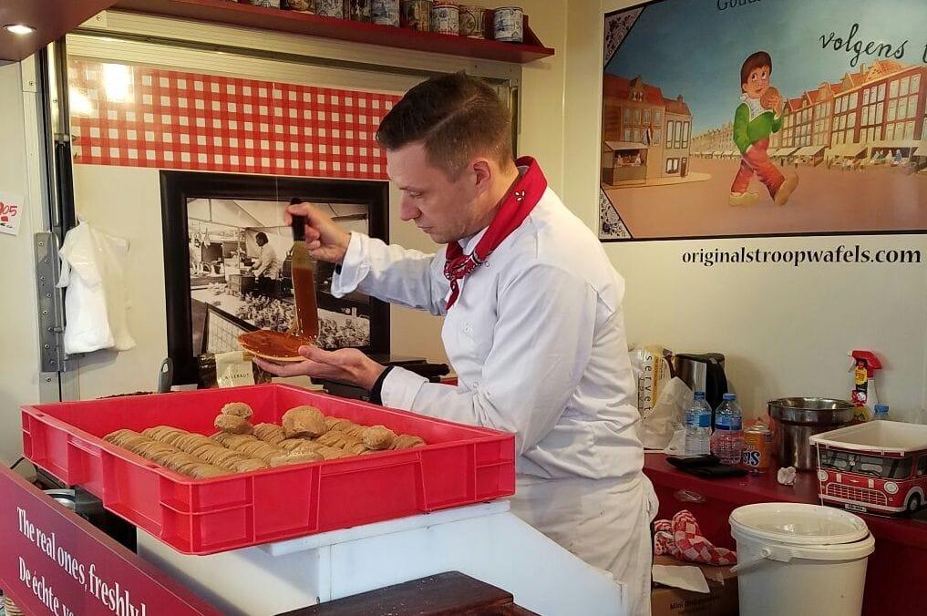 must try foods in Amsterdam - hot stroopwafel