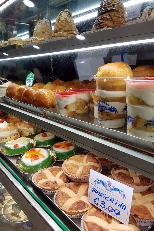 Pastries in Naples - Must try foods in Naples
