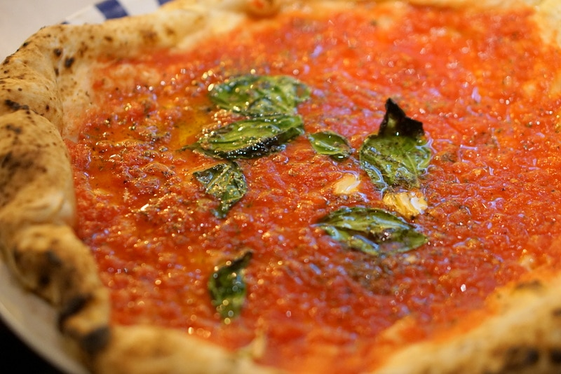 Pizza in Naples - Must try foods in Naples
