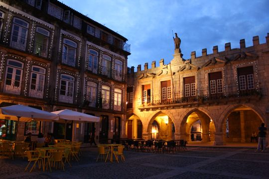Oliveira Square as night falls.