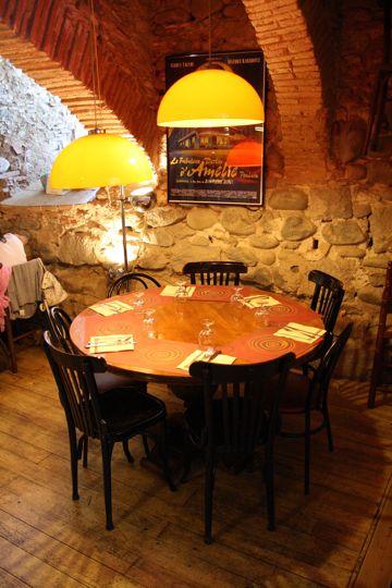 La Vedette table