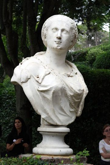 Santa Clotilde statue