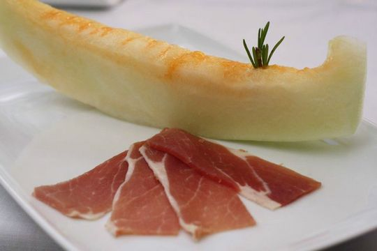 Cured ham and melon