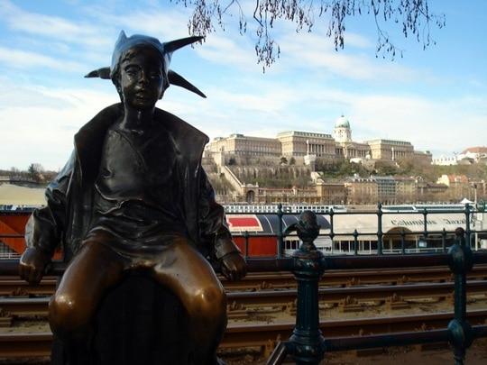Budapest elf statue