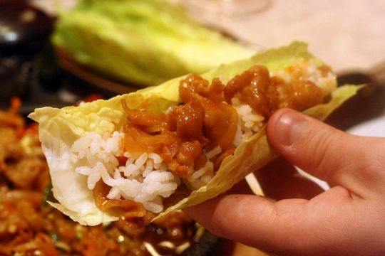 Lettuce wrap Maru Sushi Bar Korean Food in Madrid