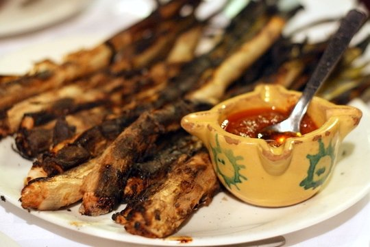 Calcots a la Brasa are the specialty in Valls, a small village in Spain´s Catalonia region.