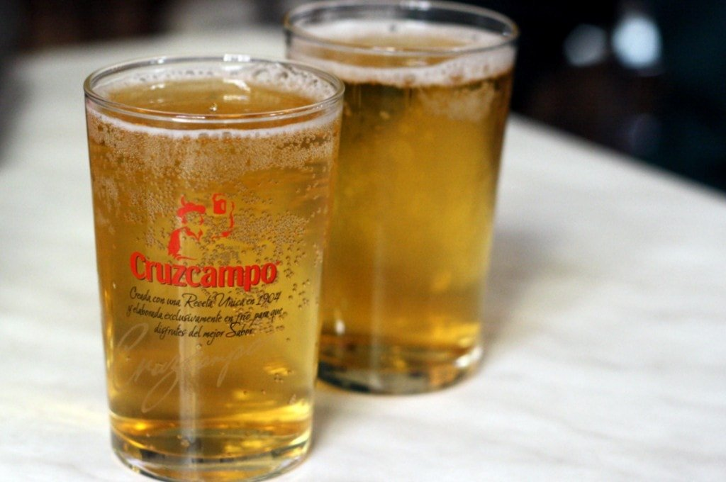 Small cañas of beer are far more common than big pints in Spain!