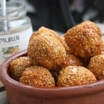 Homemade cheese puffs with sesame seeds and honey. Get the recipe!