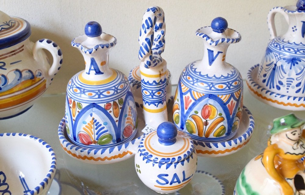 One of my favorite Christmas gift ideas from Spain are ceramics like this oil and vinegar container set.