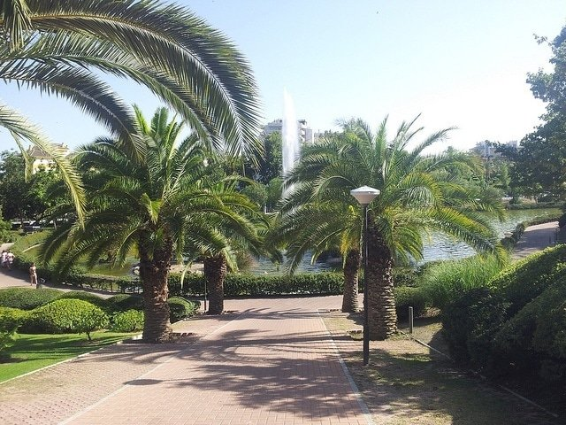 A picnic at the Parque de la Paloma is another of our date ideas in Malaga