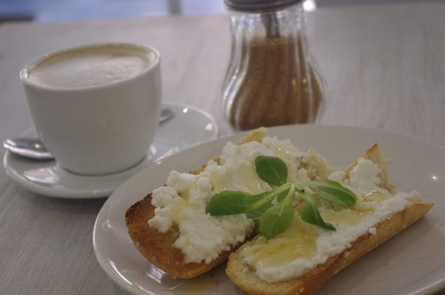 Dulces Dreams is a coffee shop with free internet that has a great vibe and delicious treats!