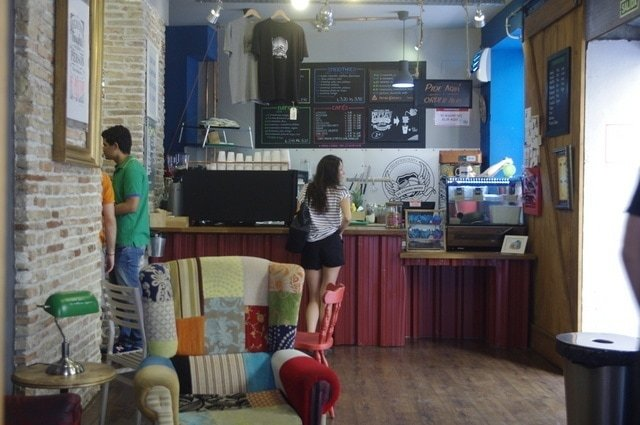 With fresh smoothies and juices, El Ultimo Mono is another of our favorite coffee shops with free internet in Malaga