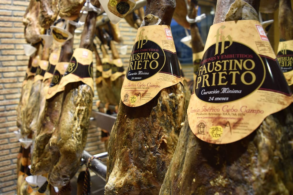 Spain's small villages are full of foodie delights! In the western province of Extremadura, Guijelo is a jamón-lover's paradise.