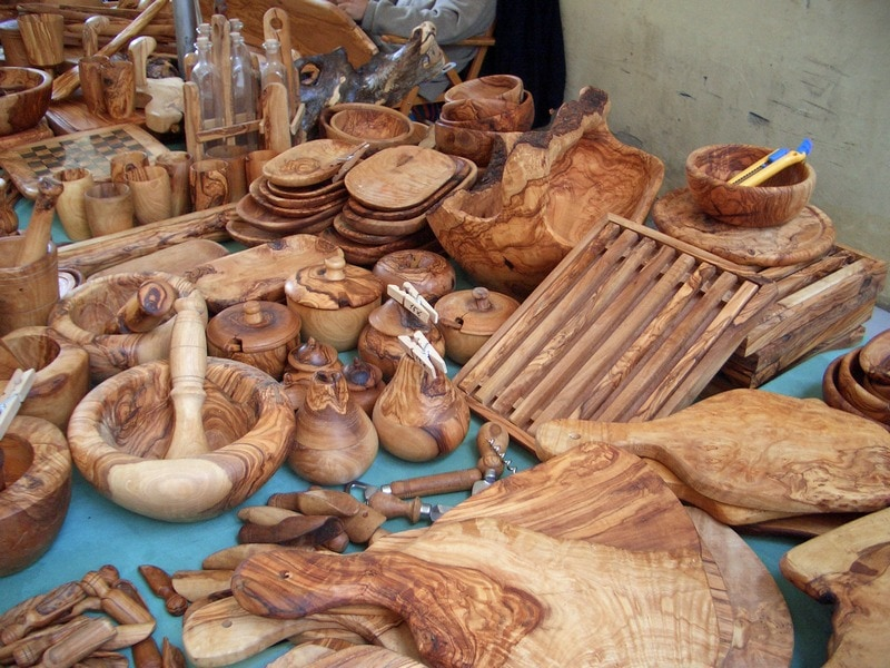 Best Spanish Christmas gifts for foodies - olive wood kitchen utensils
