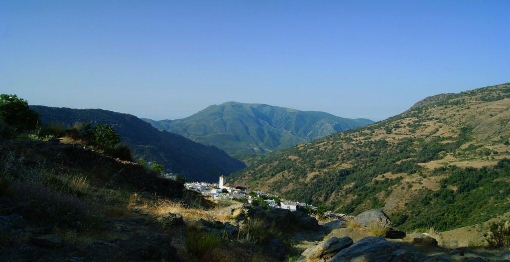 Le village de Capileira dans la région des Alpujarras en Andalousie est l'une des escapades en montagne les plus magiques d'Espagne!
