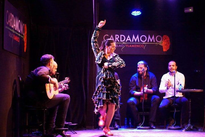 The best flamenco shows in Madrid. A tapas and flamenco tour with Devour Spain.