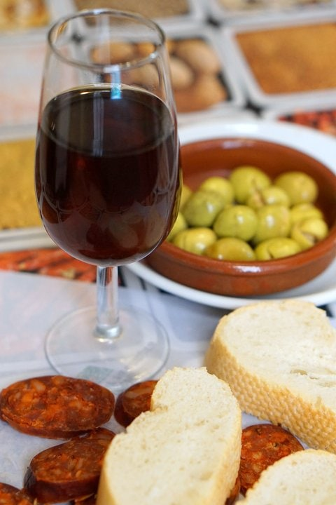 Order a glass of wine or beer and enjoy free tapas in Madrid