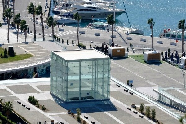 Not sure where to eat near the Malaga cruise port? A place with this lovely view over the port is perfect!