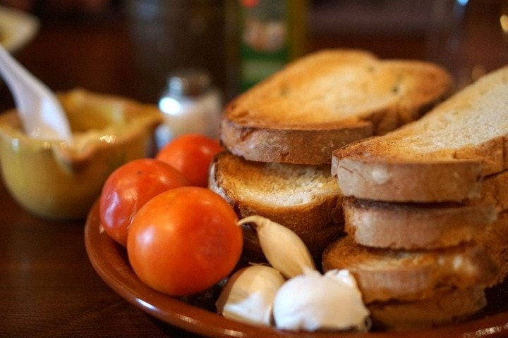 Pan con tomate in Barcelona - traditional pan con tomate recipe
