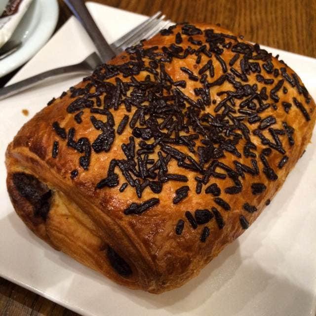 Napolitana de chocolate food guide to Madrid