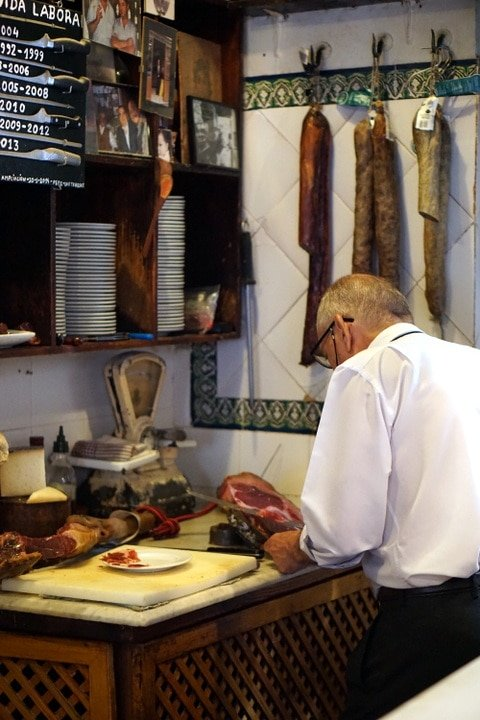 Las Teresas on tapas and wine tour in Seville