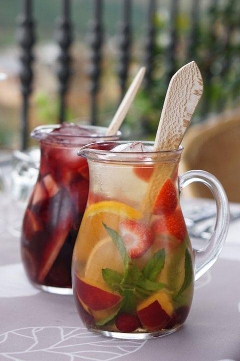 Best Non-Alcoholic Sangria Recipe (Sangria Mocktail)