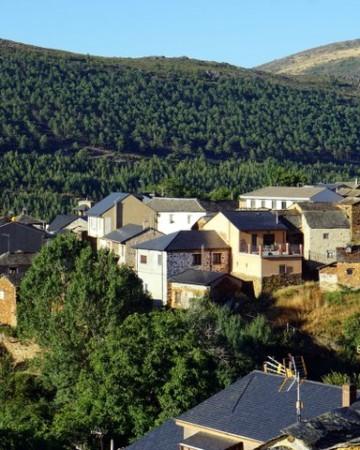 Pozos León Village
