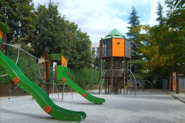 One of the best things to do in Granada with kids is visiting the largest park in the city, Parque Federico García Lorca!
