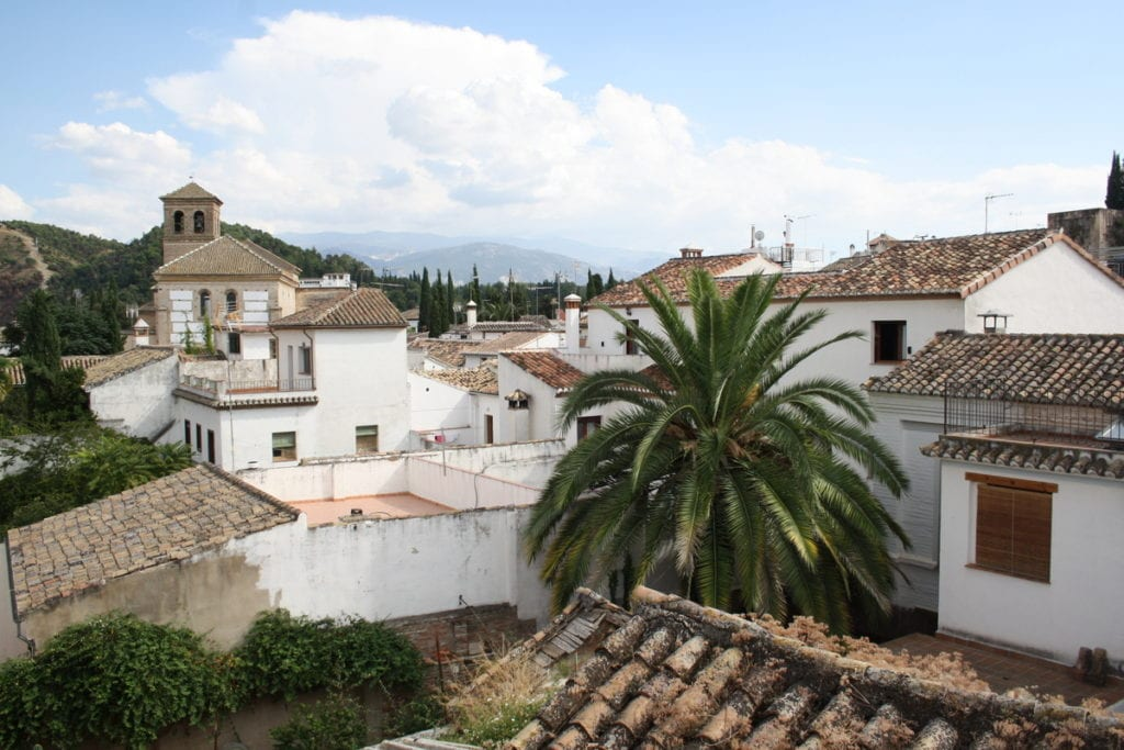 where to stay in Granada Albaicín neighborhood.