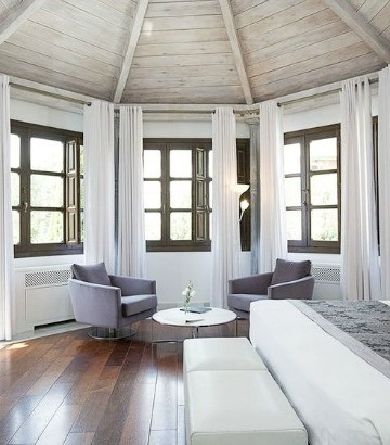 Hospe Palacio de los Patos is easily one of the most luxurious boutique hotels in Granada.