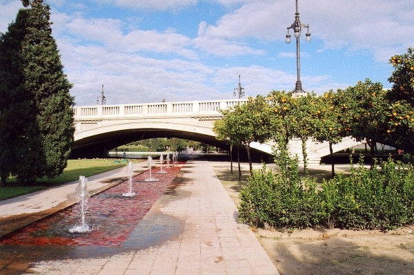 One of the best things to see in Valencia is the green space in the former Turia riverbed, Jardines del Turia.