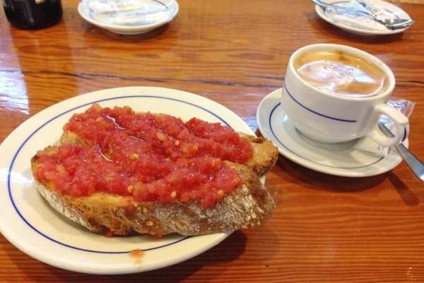 Tostada con tomate might just be the best breakfast in Granada, if not in Spain!