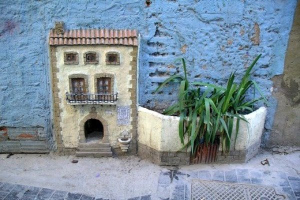 Get off the beaten path! The cat house is one of the tiniest hidden gems in Valencia.