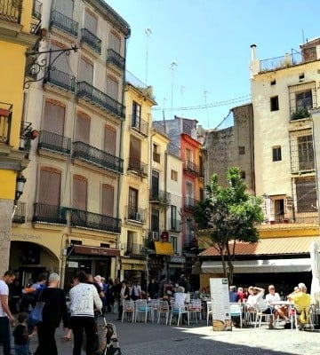 Not sure where to stay in Valencia? If sightseeing is your main goal, consider the Old Town (Ciutat Vella).