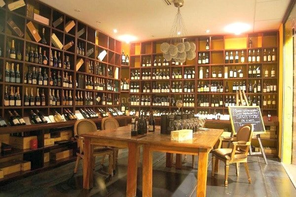 Enópata is one of our favorite wine bars in Valencia!