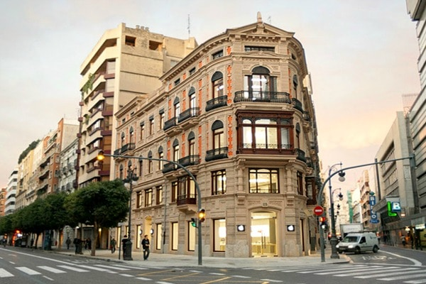 If you're looking to do a lot of shopping, L'Eixample is where to stay in Valencia.